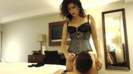TgirlOneGuy : Momma Teaches Son to Service Her Cock