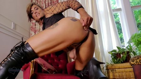 Rianna James : Edge Control and Ass Worship