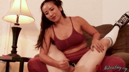 Mistress Lucy Khan : Muscle Mommy takes your manhood